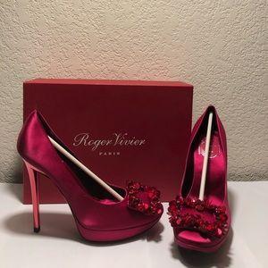 $1495 NWB Auth Roger Vivier crystal 37